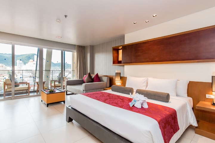 Deluxe King Bedroom 5 minute to Patong Beach