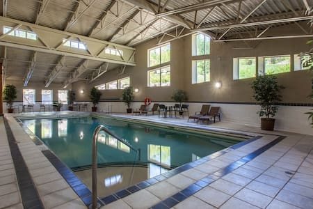 Steam Room, HotTub, Pool, Gym, Underground Parking - Fernie - Condominium