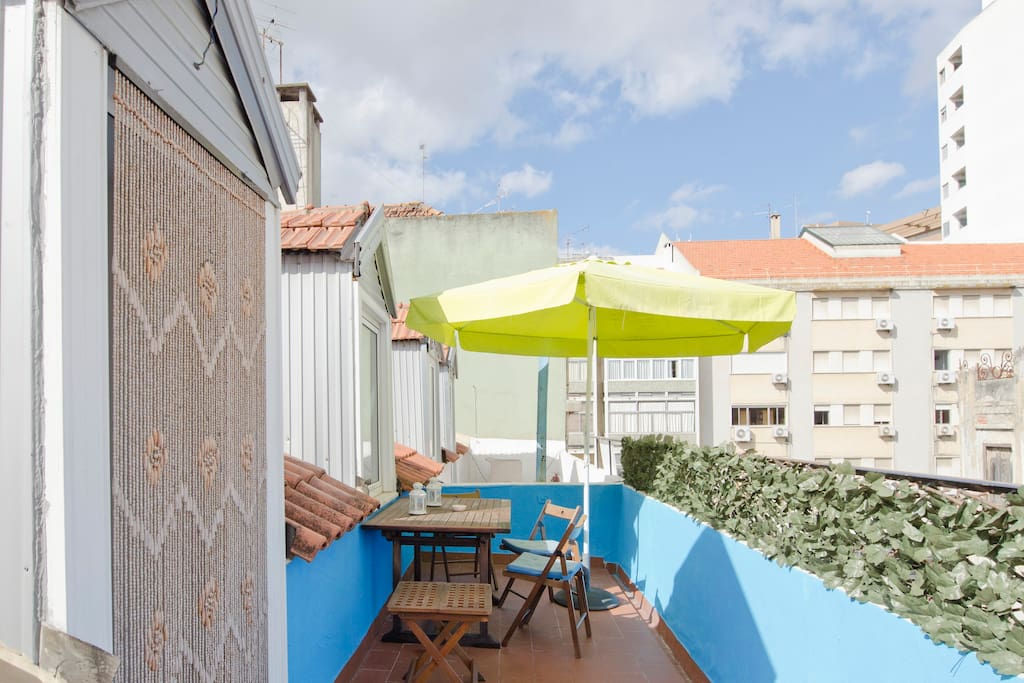 Laaaarge sunny terrace :)