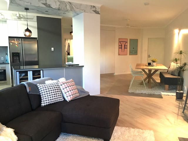 Stylish 2 bed NEW RENOVATIONS + BBQ - Larrakeyah - Apartment