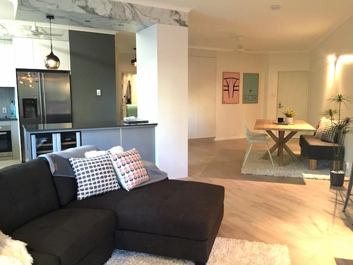 Stylish 2 bed CBD location - Read the reviews!