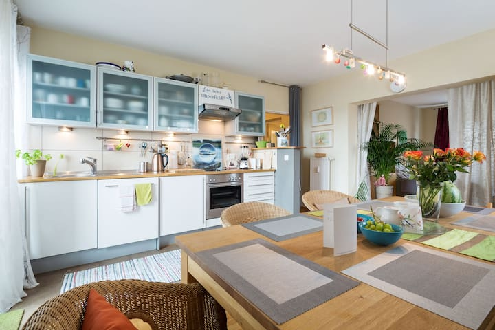 Cosy Flat near shops and tram