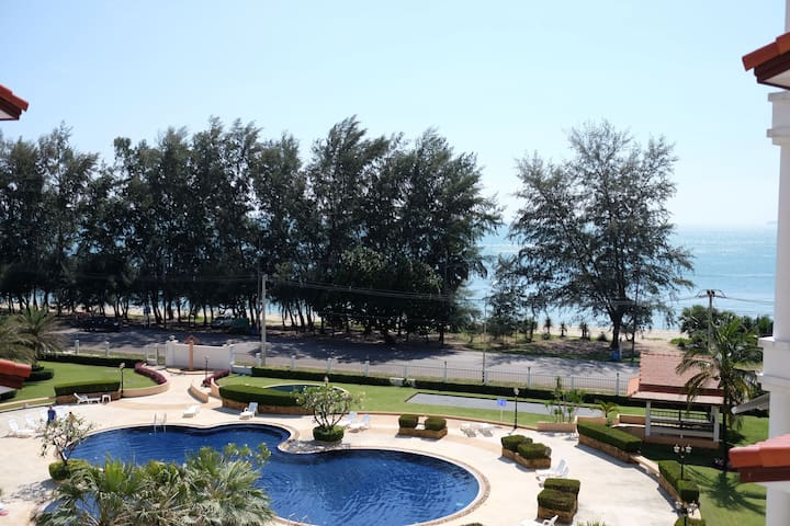 Seaview Next to Beach with Big Pool