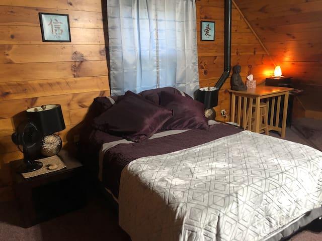 Cozy and comfortable log cabin retreat