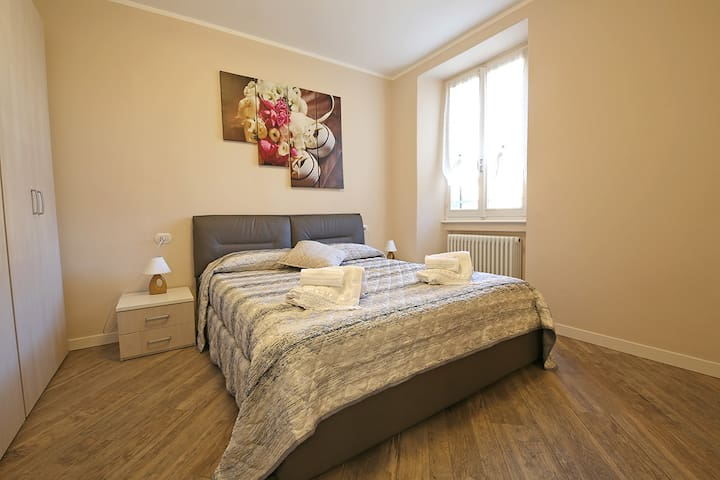 large double room bed 160x190
