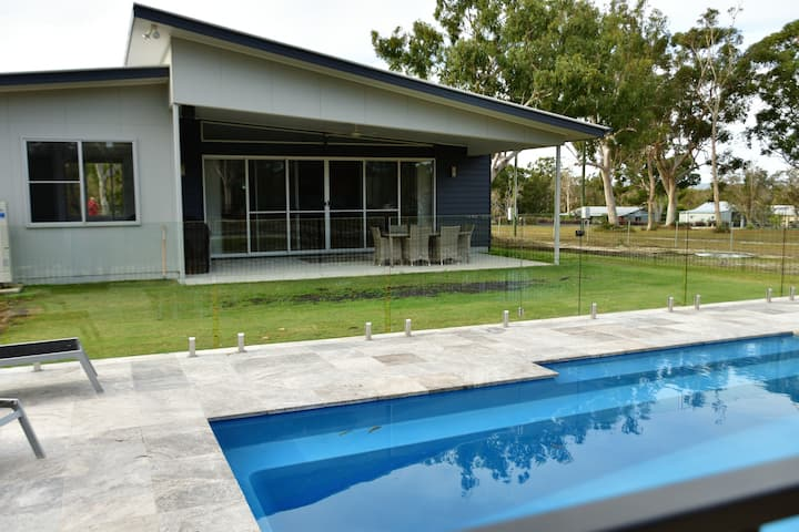 Cozy Cooloola 1 Bed Getaway with Pool