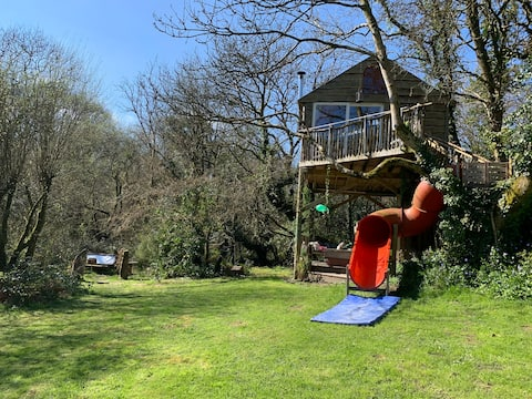 Templar tree house with private garden & hot tub x
