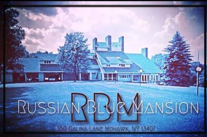 Russian Blue Mansion Boutique B&B - Mohawk - Bed & Breakfast