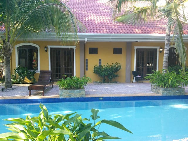 Villa Palms II  Nov (Phone number hidden by Airbnb) ,Nov (Phone number hidden by Airbnb) per night