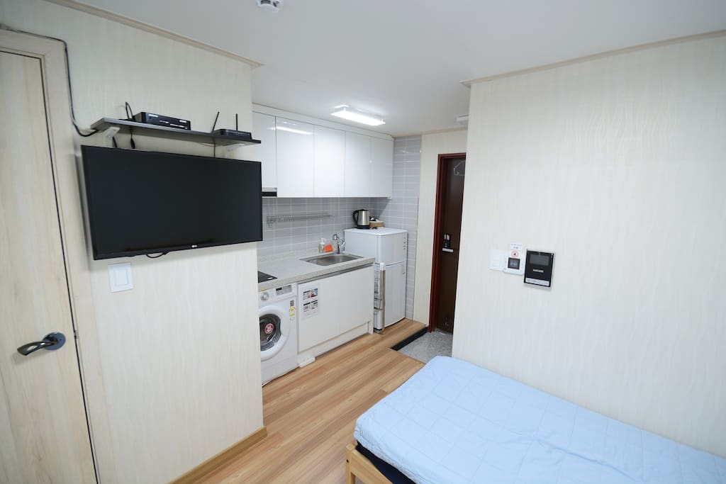 twin room, 2 single beds, mini kitchen, TV, washing machine