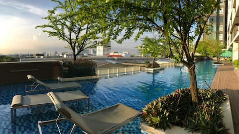 1step to BTS, nice view condo with pool, gym,wifi