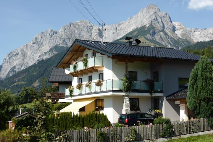 Ferienwohnung Bergblick 65m² (4 Pers.) Werfenweng