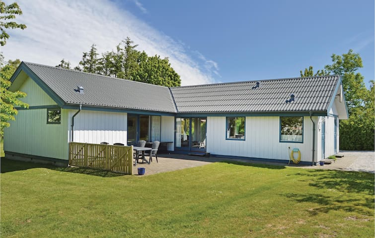 Holiday cottage with 3 bedrooms on 123m² in Odder