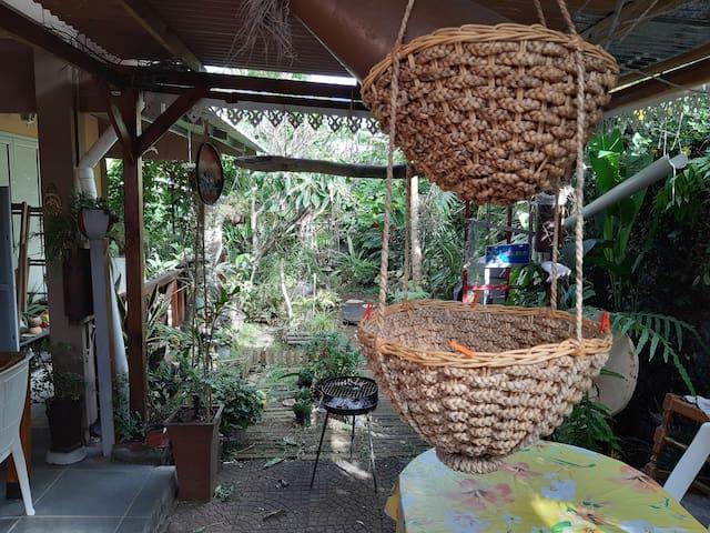 Zen attitude dans un décor créole