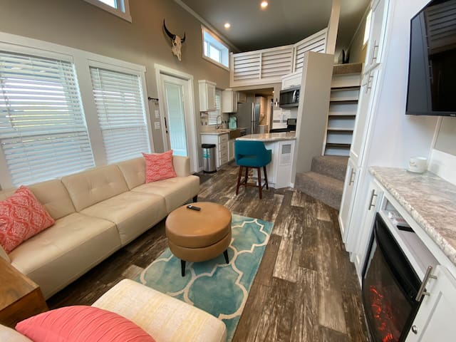 Hill Country Lookout - Tiny Home in Spicewood