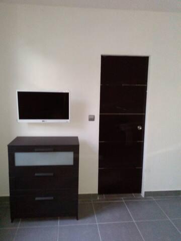 Beau studio meublé aéroport aulnat - Aulnat - Apartmen