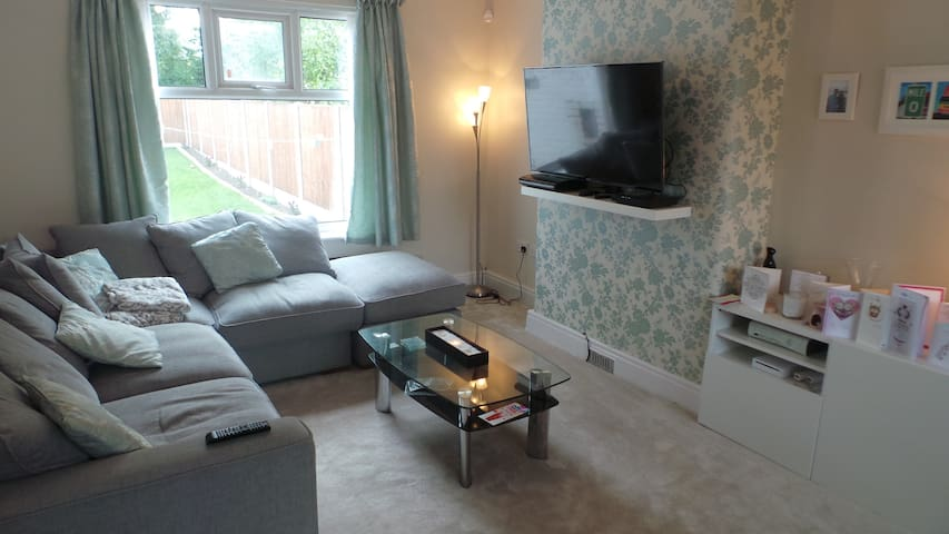 Superbly located room near Didsbury - Manchester - House