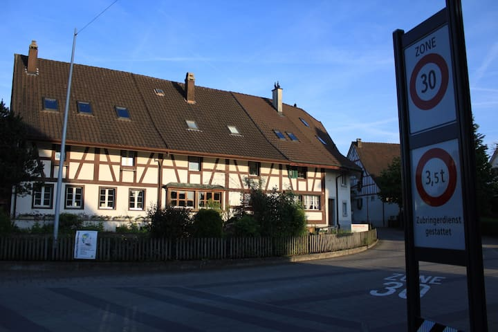 300 year-old farmhouse close to Zürich - Niederhasli - Hus