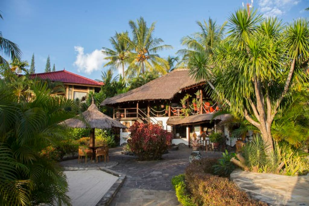 Bar, Restaurant and bungalow Number 6
