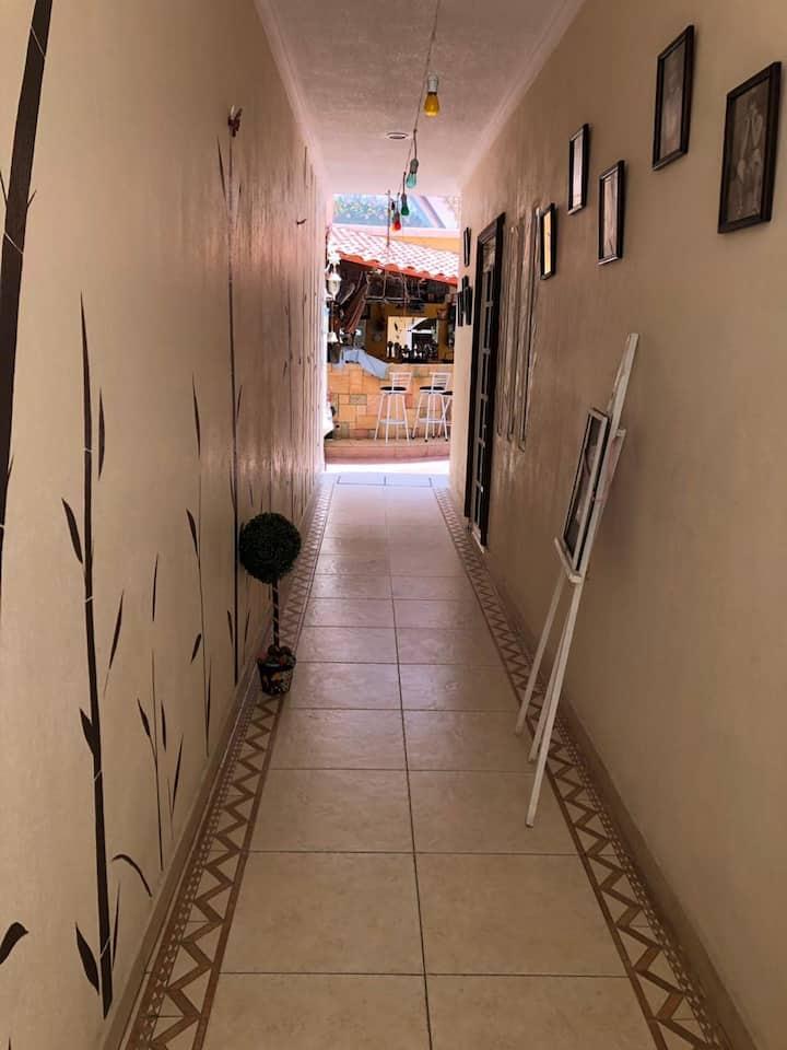 Habitación cómoda y privada en zona residencial