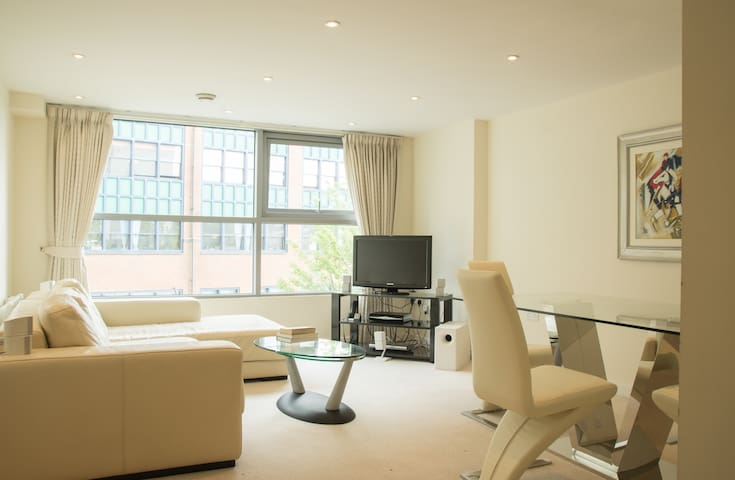 Luxurious and exclusive city centre apartment - Swindon - Apartamento