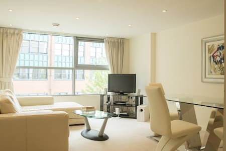 Luxurious city centre apartment - Swindon - Flat