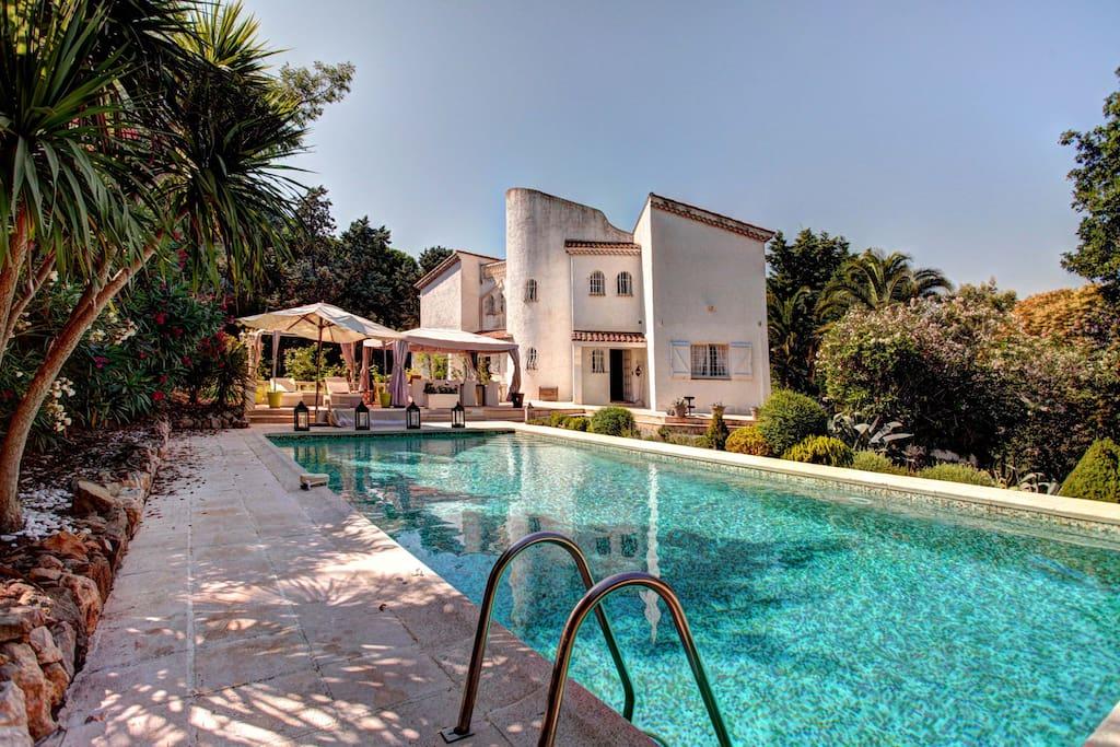 Villa cannes villas louer vallauris provence alpes for Location garage vallauris