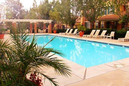 2BR 2.5BA (Two suits)Resort Style Townhouse - Irvine - Casa adossada
