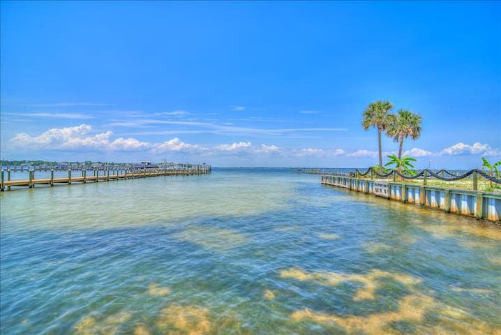 Hermitage By The Bay 301-2BR -RealJoy Fun Pass* -Walk2Beach - BAY Views - Fort Walton Beach - Pis