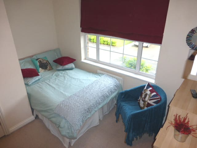 Mill Hill Double Room. Quiet close near transport.