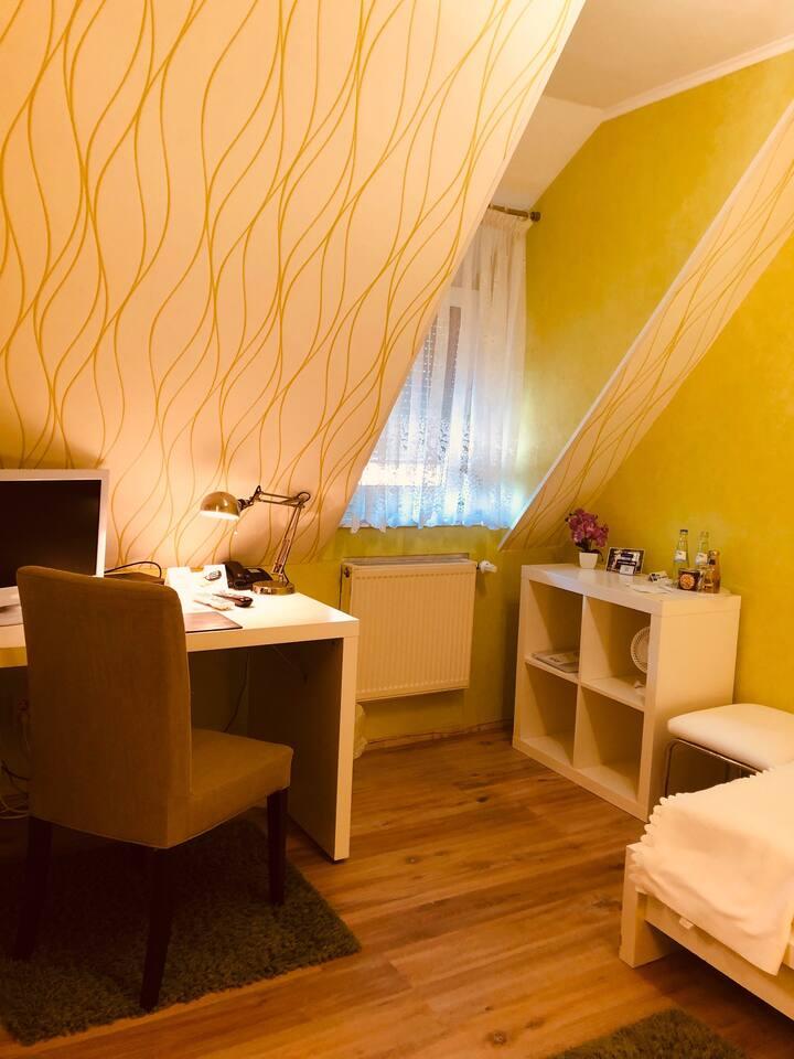Single Room - Einzelzimmer mit Dusche/WC/SKY-TV
