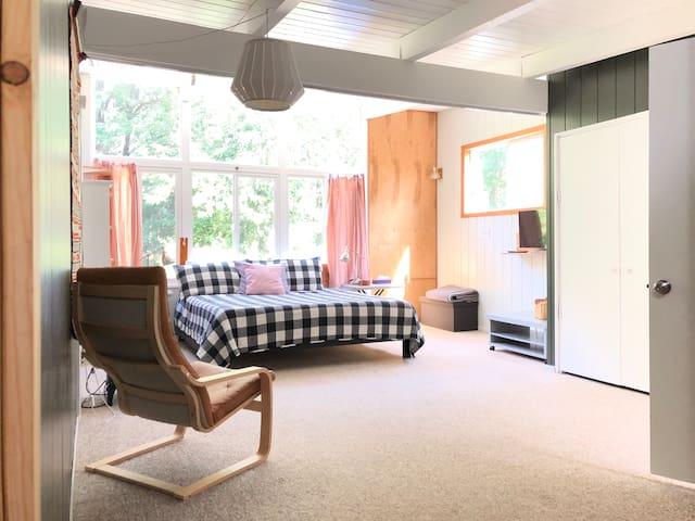 Homestead at Ash Creek - Guest Suite (b), Near WOU