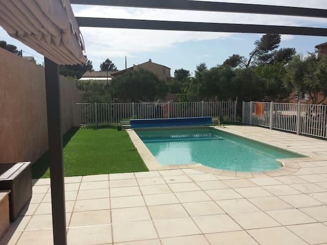 Maison Provence avec piscine privée - Lançon-Provence - House