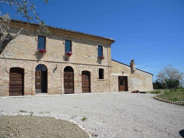 Casa vacanza per 4 persone - Bellante - Daire