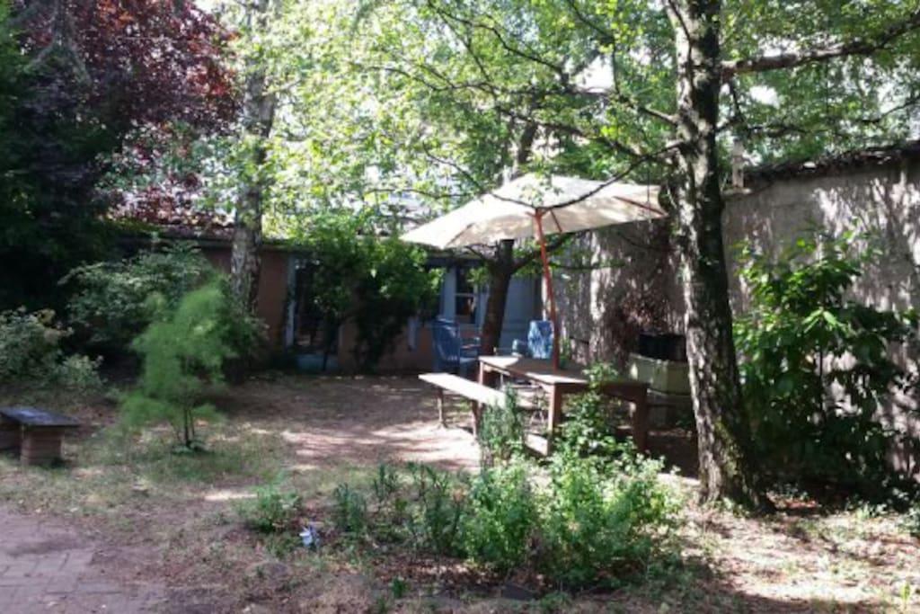 une petite maison au fond du jardin pour écrire