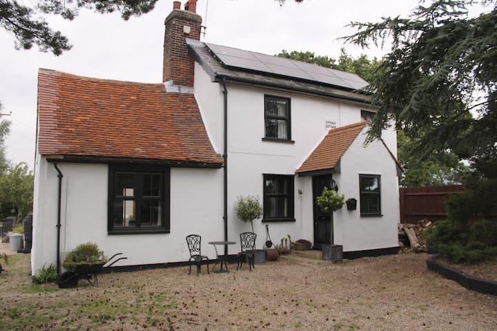 Cosy rustic rural house near coast - Thorpe-le-Soken - Bed & Breakfast