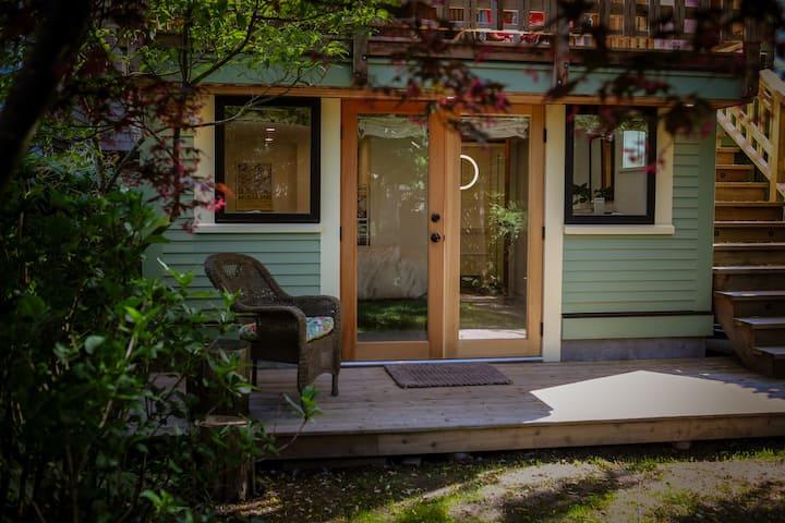 ★ Cozy Garden Suite, private, clean, close to DT!