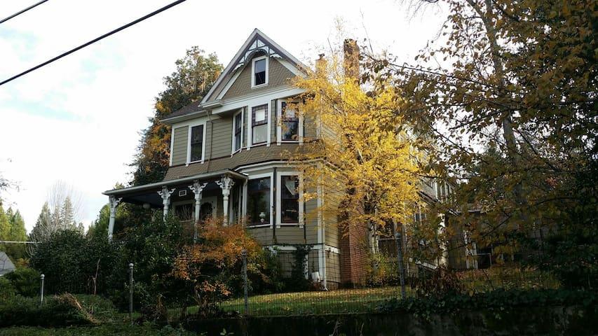 Magnolia House on Prospect Hill