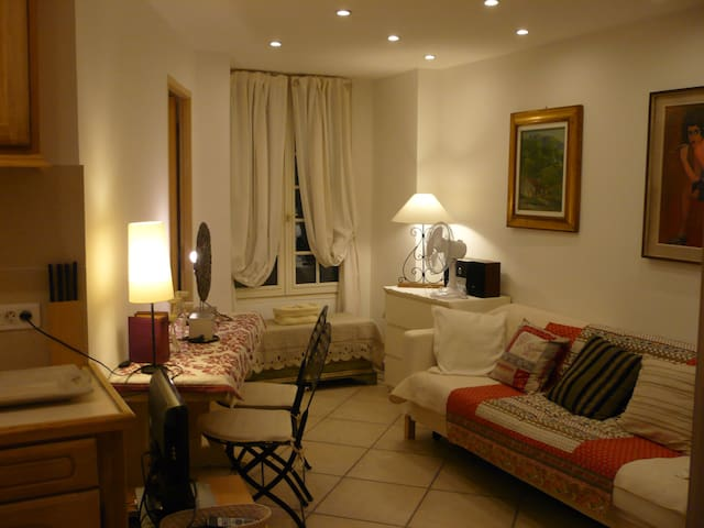 PORT  IDEAL OLD VILLAGE   3 PERS COSY APT