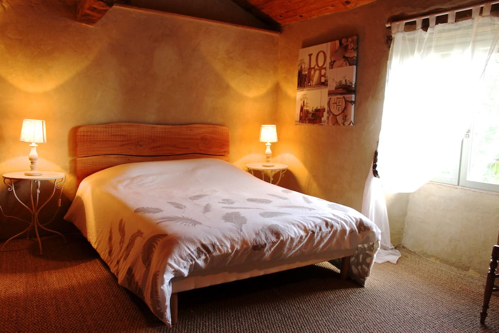 maison de campagne en pleine nature maisons organiques louer l 39 isle arn midi pyr n es. Black Bedroom Furniture Sets. Home Design Ideas