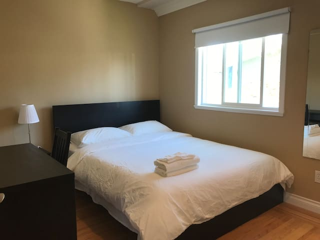 Comfy and affordable room near Metrotown