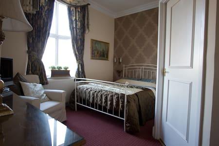 Superior room in a Victorian Villa - Eccles - Bed & Breakfast