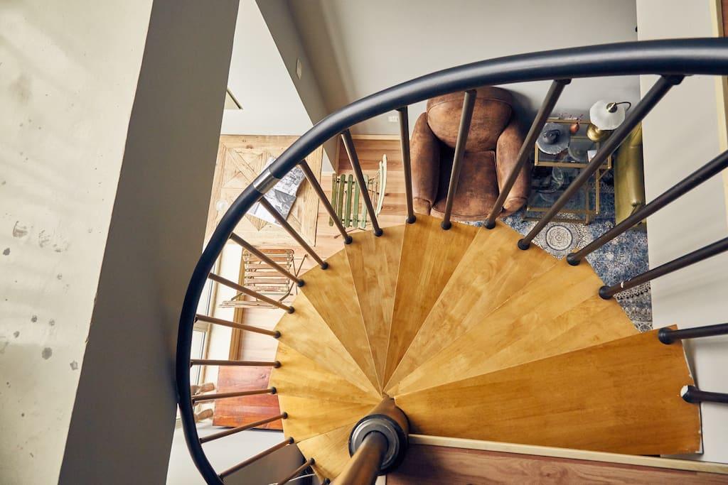 旋转木楼梯