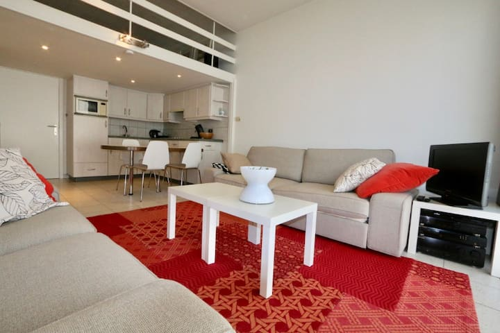 Frisse studio op gelijkvloers met ontbijt & terras
