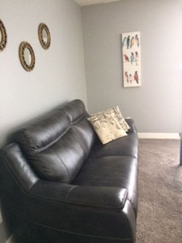 Beautifully furnished 2 bedroom 1 bath suite