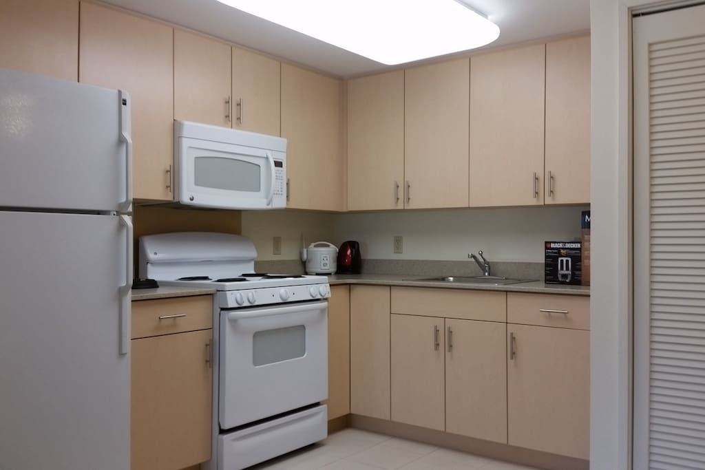 full size kitchen with microwave, oven and washer/dryer