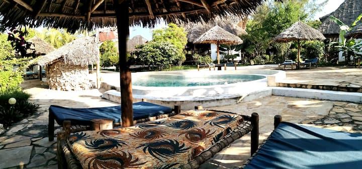 Bungalow Mawimbi, piscine et jardin tropical #1