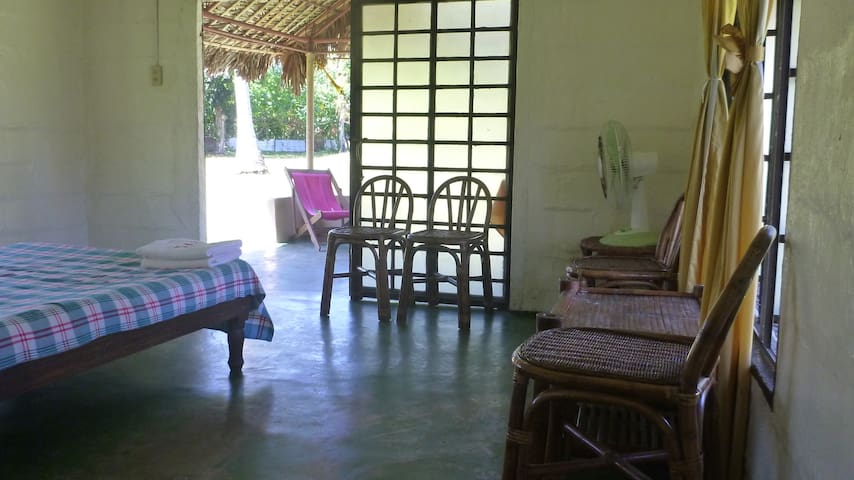 breezy room near the beach(Viento De Mar Beach ) - Bacacay - Hutte