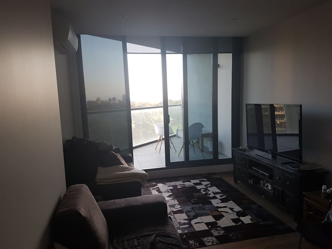 Ninth floor apartment with views over Albert park and nearby st kilda