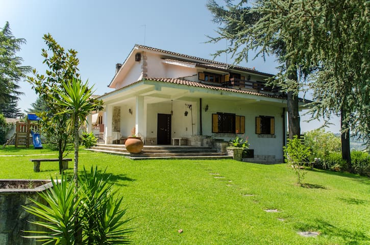Lovely Villa Near Rome, Salt-Water Pool - Campagnano di Roma - Villa